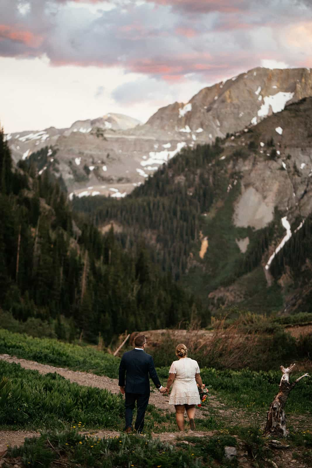 couple eloping in Yankee Boy Basin Colorado
