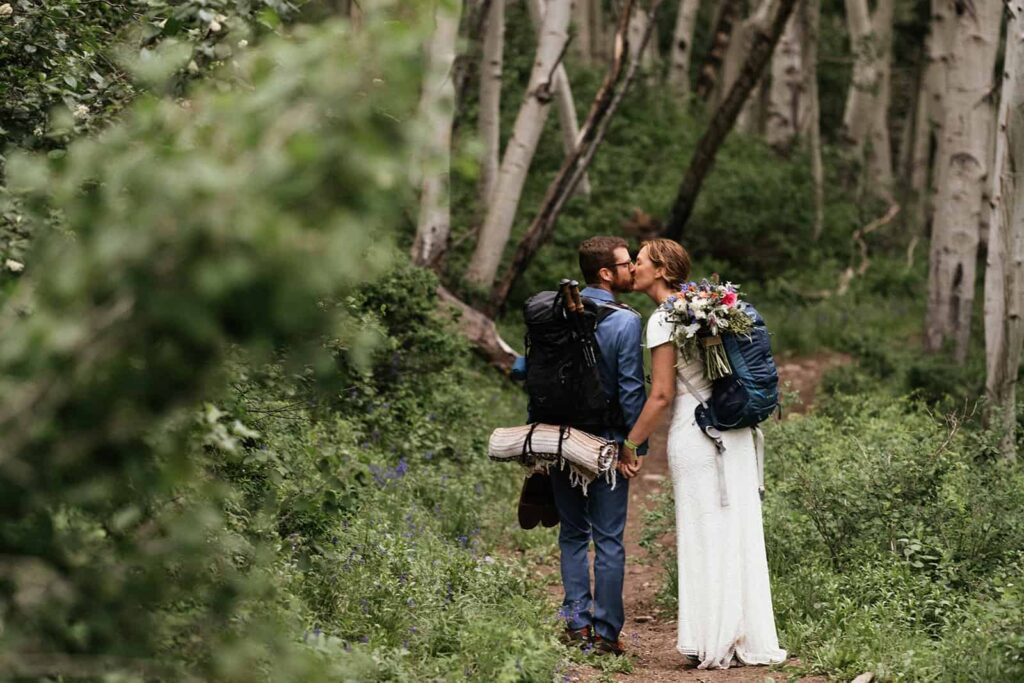 couple kissing in aspen trees at Colorado hiking elopement